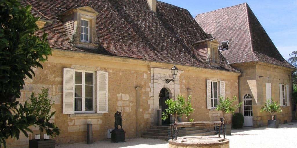 entrance Hotel Chateau les Merles Dordogne