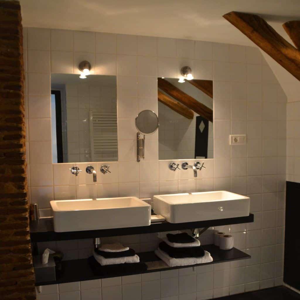 bath double Hotel Chateau les Merles Dordogne