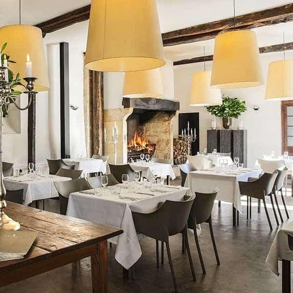 interior restaurant les merles dordogne