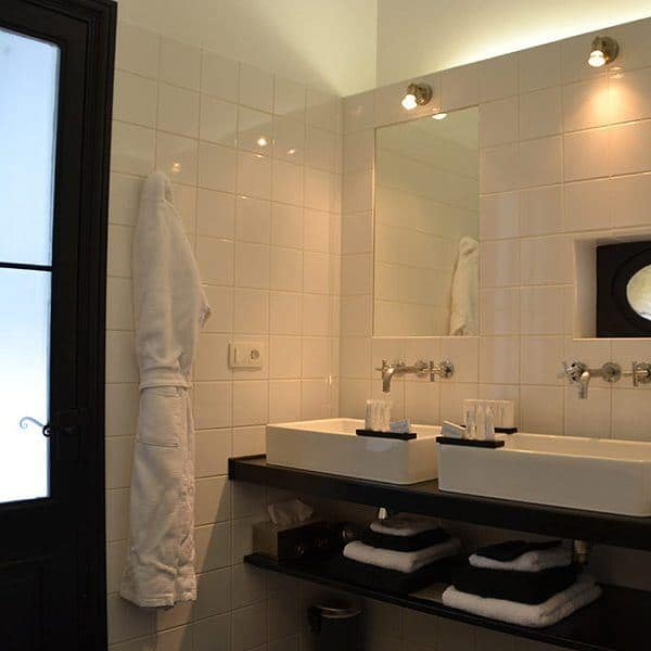 bathroom suite 8 Chateau les merles