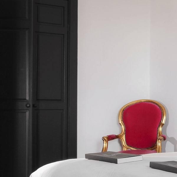 detail of hotel room dordogne les merles